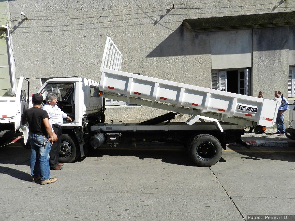 att-1-informe-de-prensa-nuevos-camiones-para-juntas-y-municipios-idl.JPG