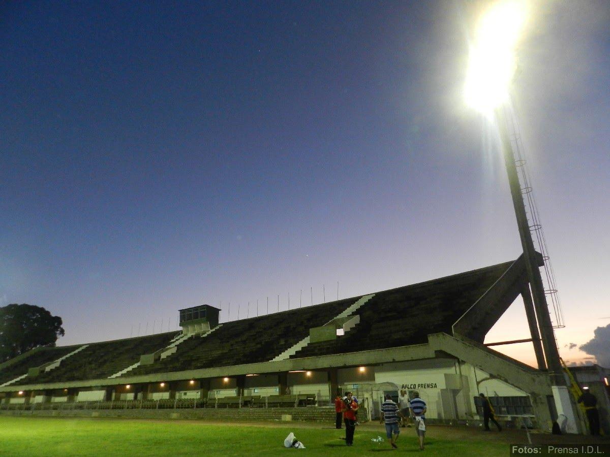 att-0-nueva-iluminaci-n-para-el-estadio-municipal-de-minas.JPG
